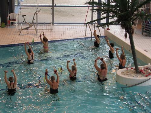 Activit pendant les vacances trendy piscine cerza for Piscine de lencloitre